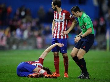Tiago se duele sobre el césped del Calderón