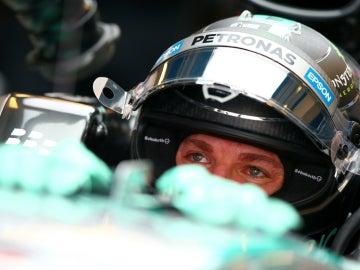 Rosberg, dentro de su Mercedes