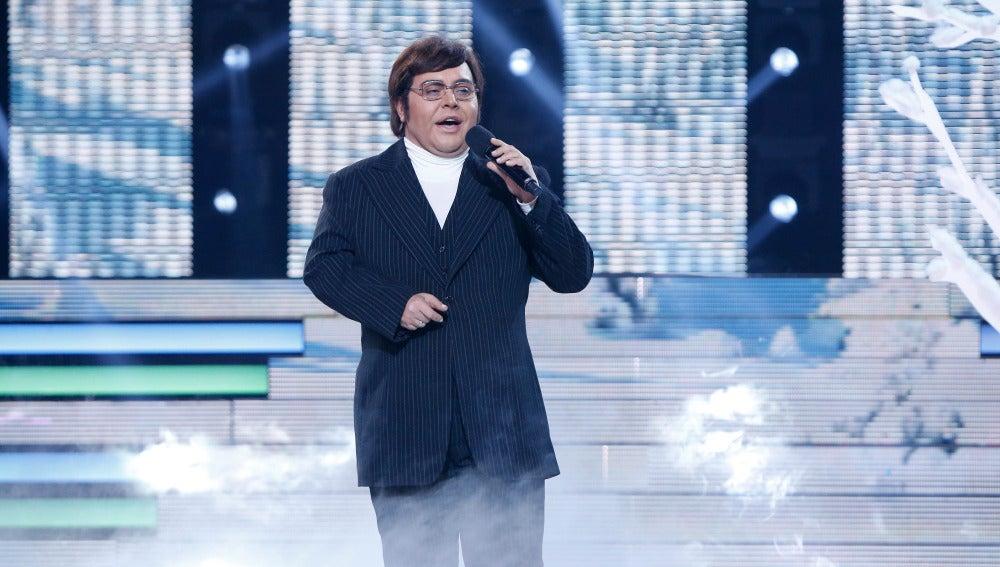 Falete consigue transformarse en Albano y canta 'La mañana'