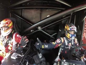 Sainz, con Antonio Albacete en un camión