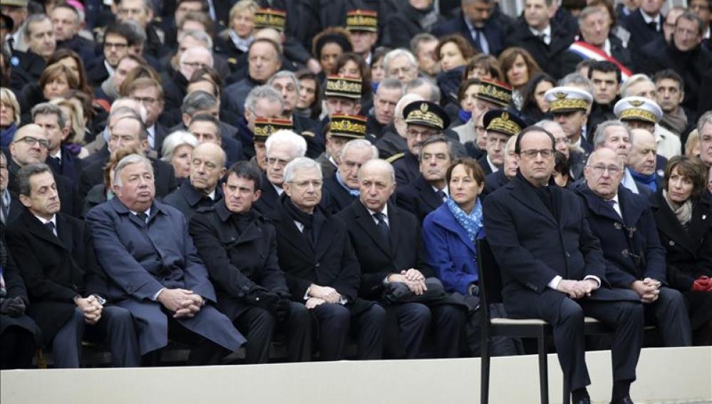 El presidente francés, François Hollande,  durante el homenaje oficial a las víctimas del 13-N