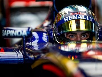 Sainz, en el cockpit de su Toro Rosso