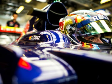 Sainz, en el interior de su Toro Rosso