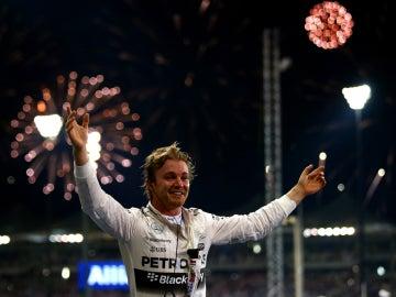 Rosberg celebra su triunfo en Abu Dabi