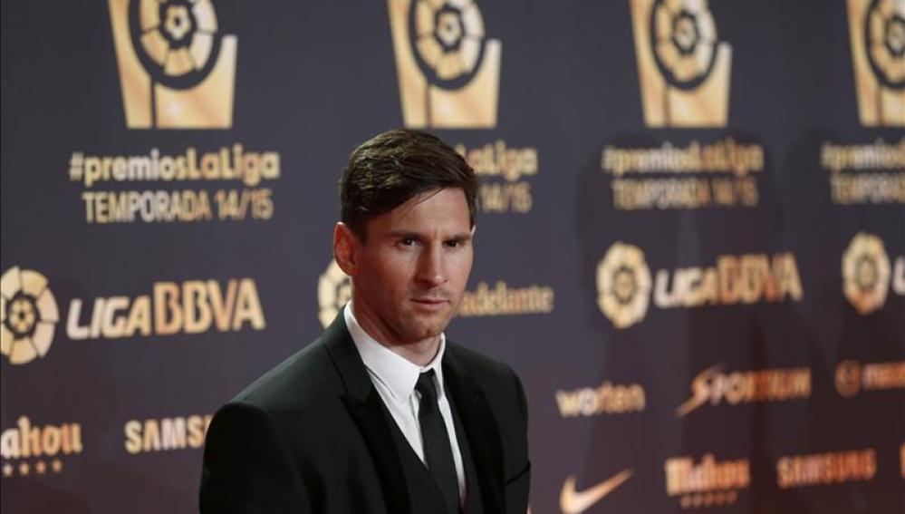 Messi posa a su llegada a la gala de premios de la Liga