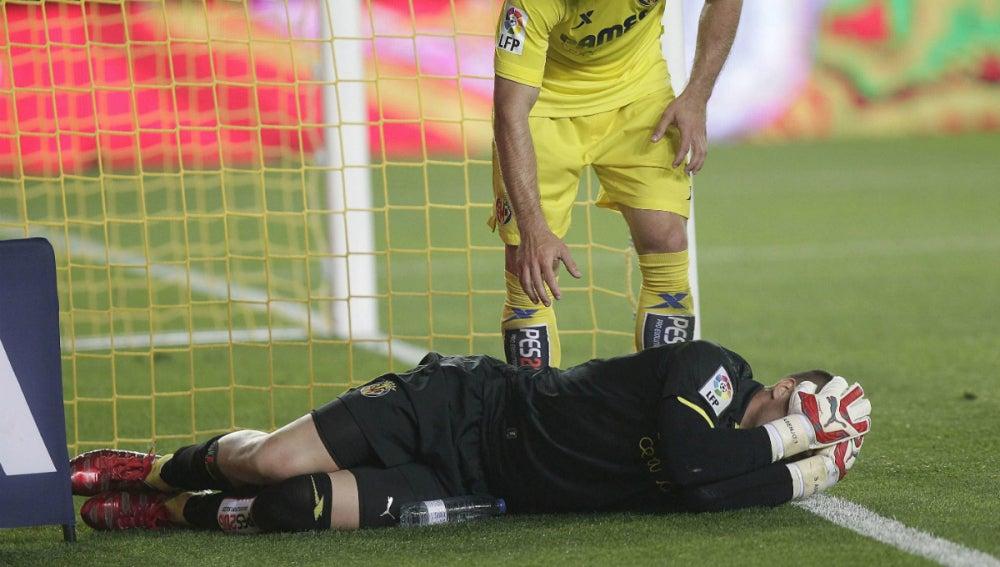 Sergio Asenjo, en el momento en el que se produjo la lesión