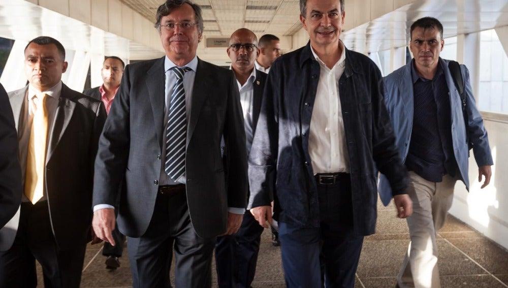 Zapatero, a su llegada a Venezuela