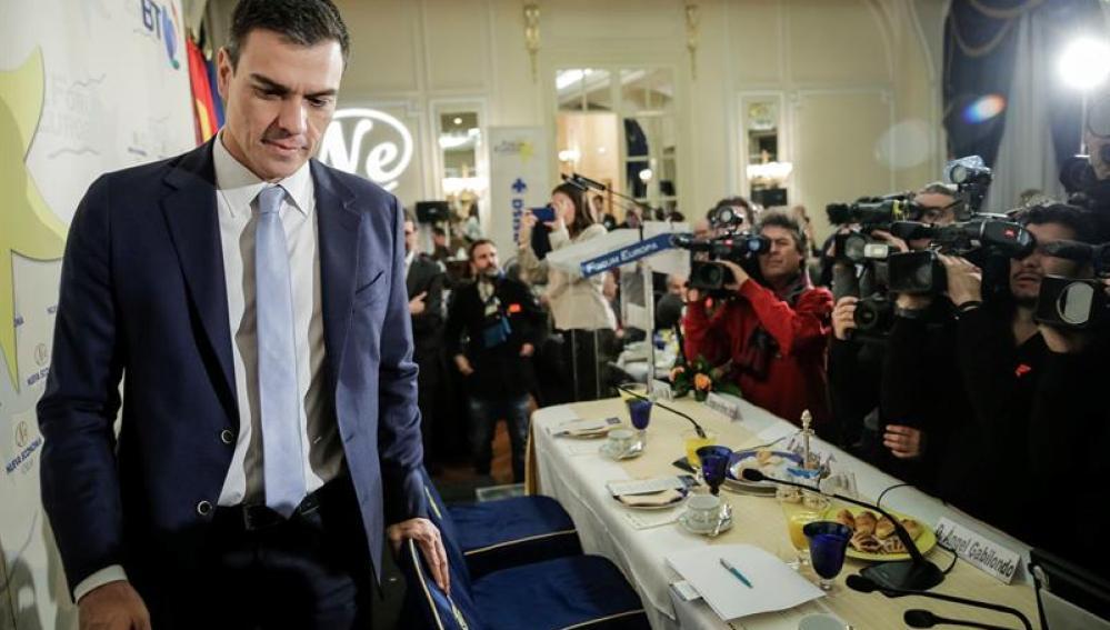 Pedro Sánchez, secretario general del PSOE, durante un desayuno informativo