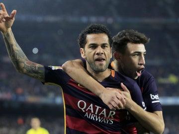 Dani Alves celebra su gol contra el Villanovense