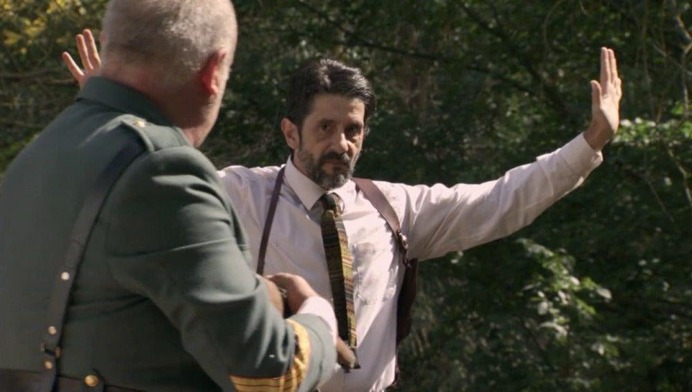 Guillermo libera a Tomás y Gervasio de los contrabandistasGuillermo libera a Tomás y Gervasio de los contrabandistas