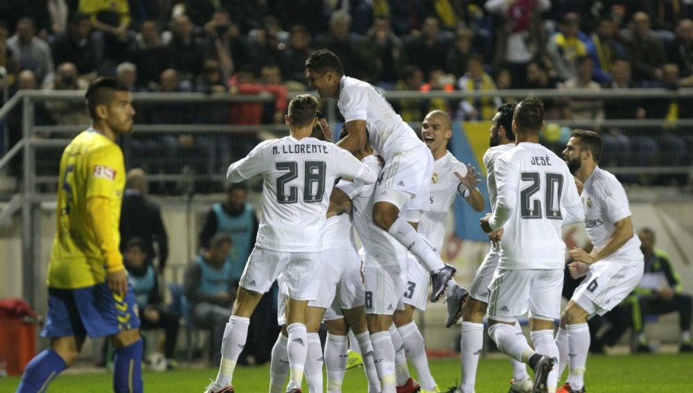 Los jugadores del Real Madrid celebran el gol de Cheryshev