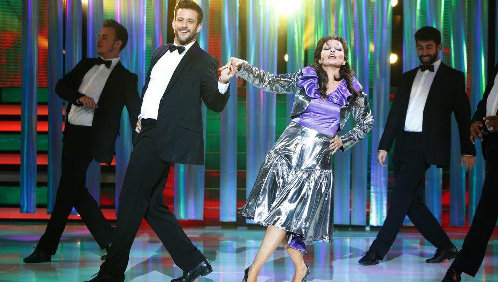 Silvia Abril se pone en la piel de Massiel para interpretar el tema 'Eres'