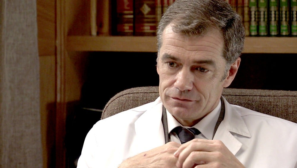El Dr. Martos duda del amor de Adela