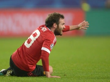 Mata lamenta una jugada ante el Wolfsburgo