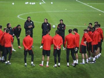 Los jugadores del Atlético sobre el césped del Estadio Da Luz en Lisboa