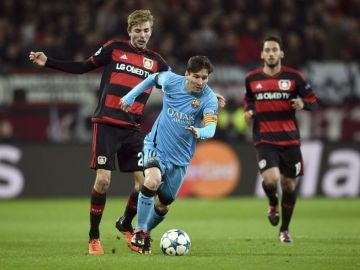 Messi, en acción ante el Bayer Leverkusen