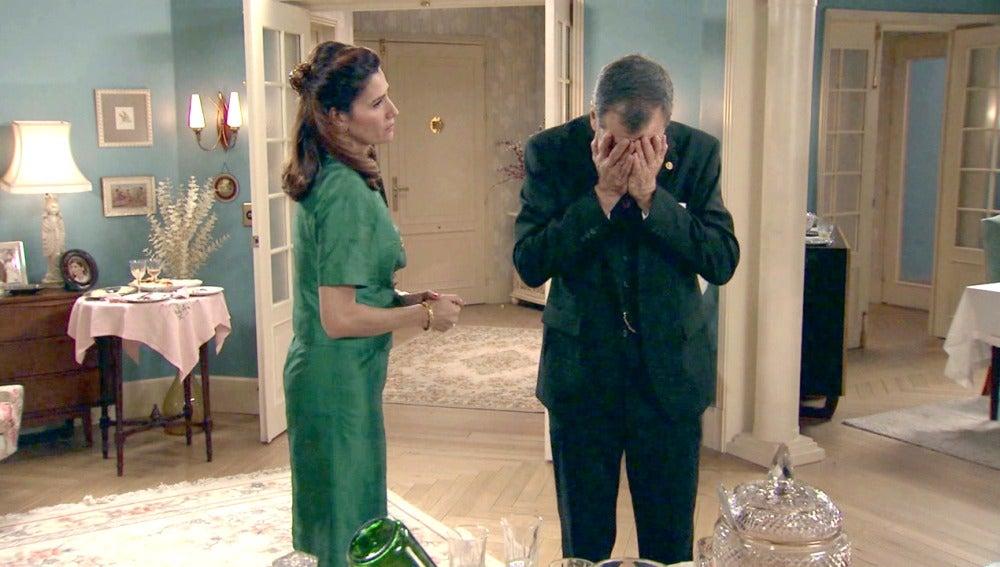 Eugenio, muy ofendido tras descubrir que Tomás pasó la noche con Adela