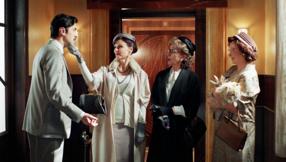 "Mateo recibe la visita de sus ""madres"""