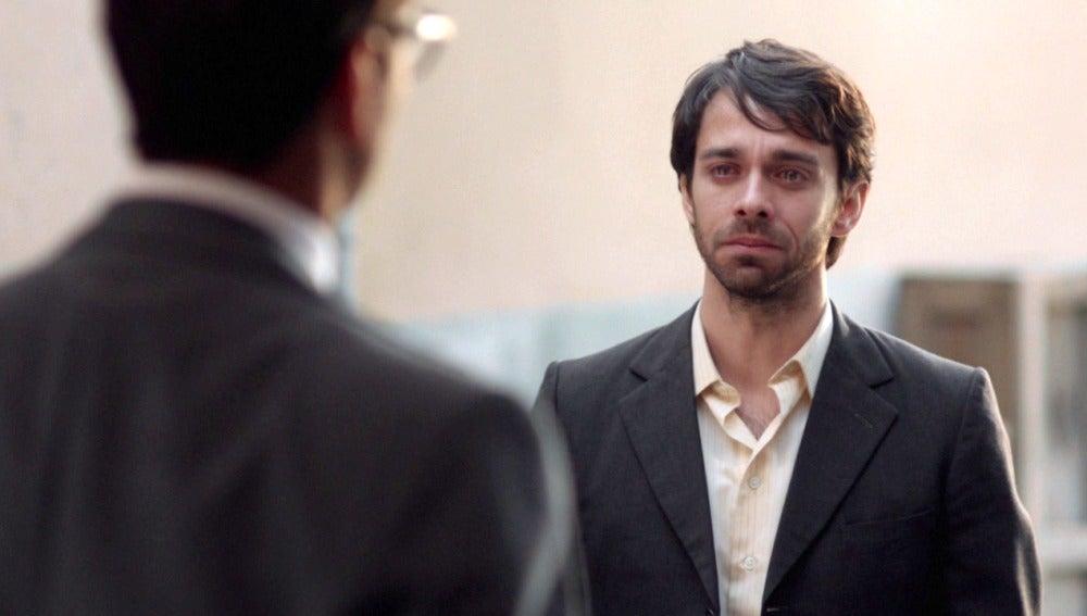 Raúl recibe la desesperada visita de un antiguo amigo