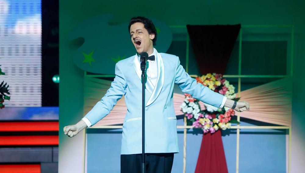 Edu Soto echa a volar en el plató de 'Tu cara me suena' para interpretar el tema 'Nel blu dipinto di blu' de Domenico Modugno