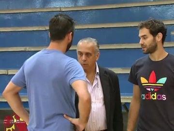 Juan Carlos Navarro y José Manuel Calderón dialogan con José Luis Sáez