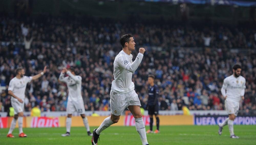 Cristiano Ronaldo celebra uno de sus cuatro goles contra el Malmö