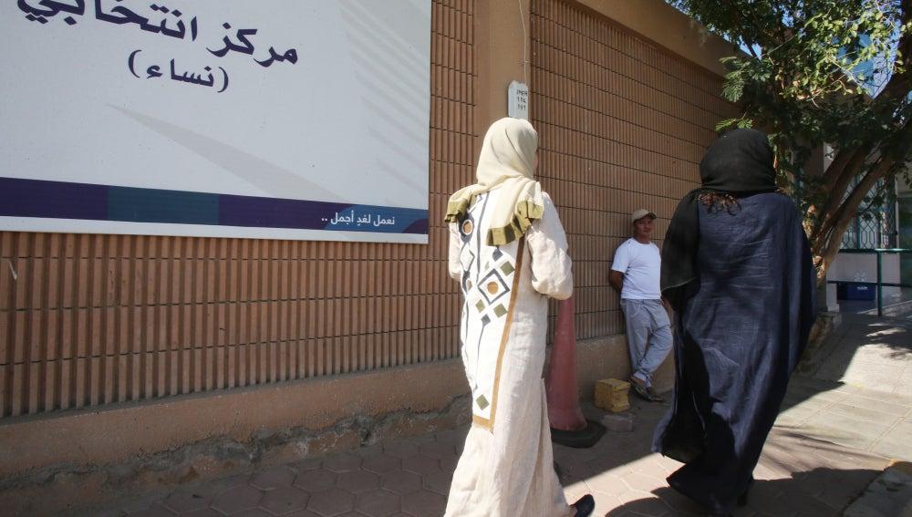 Mujeres van a votar en Arabia Saudí