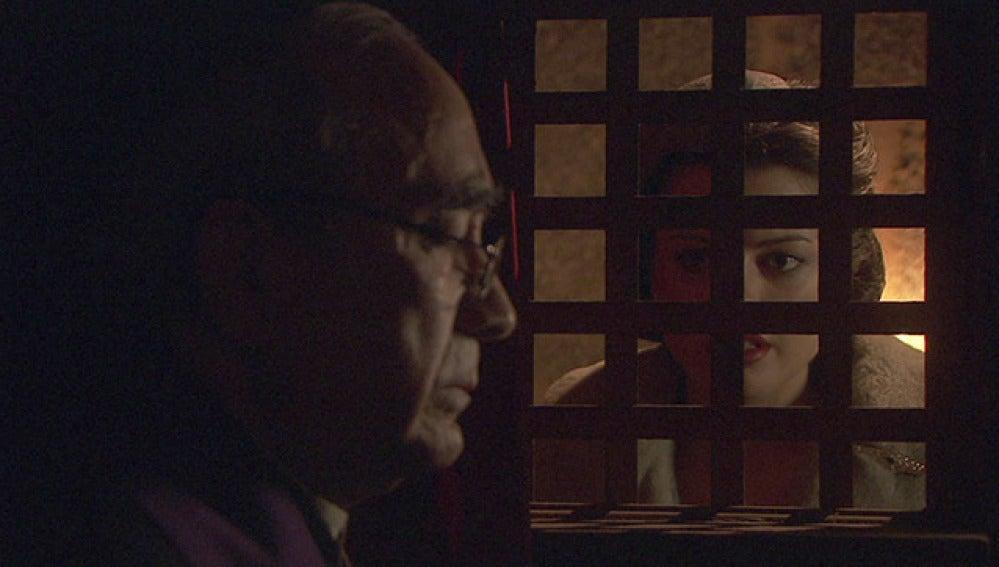 Sol le confiesa a don Anselmo su verdadera situación con Eliseo