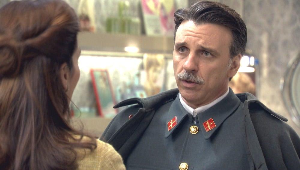 Tomás se disculpa con Adela por lo sucedido en el Café Reyes