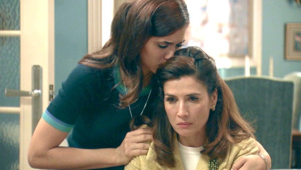 Adela cuenta a su hija que Tomás mantiene una relación con otra mujer