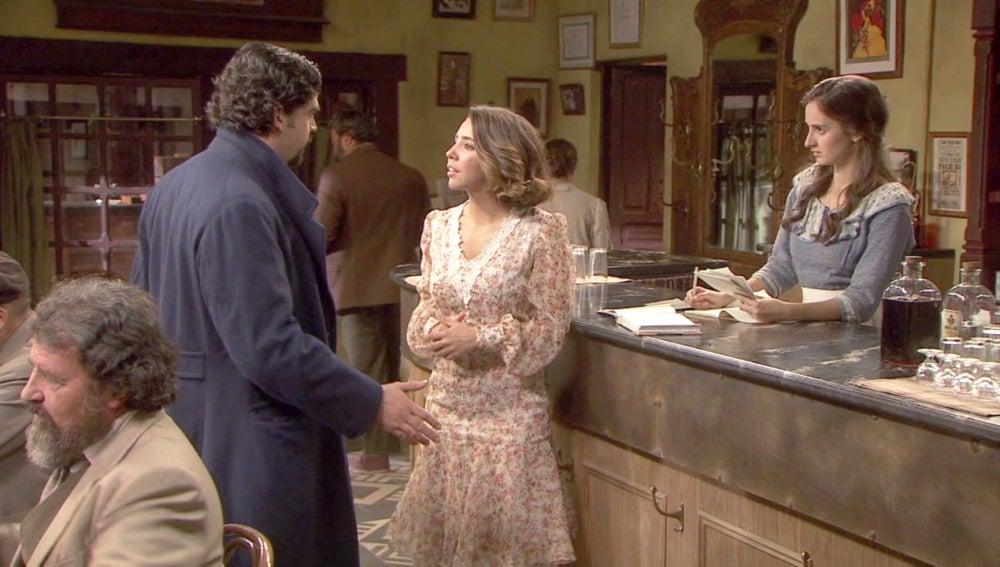 La relación entre Emilia y César comienza a molestar a Prado