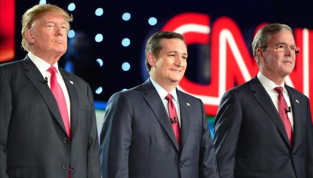 Los candidatos republicanos a la Presidencia de los Estados Unidos Donald Trump, Ted Cruz y Jeb Bush
