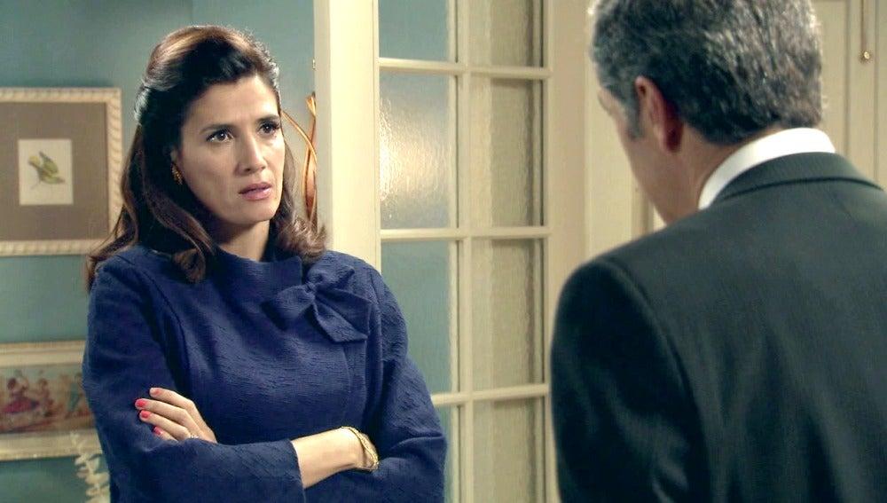 Adela discute con Eugenio al conocer su engaño
