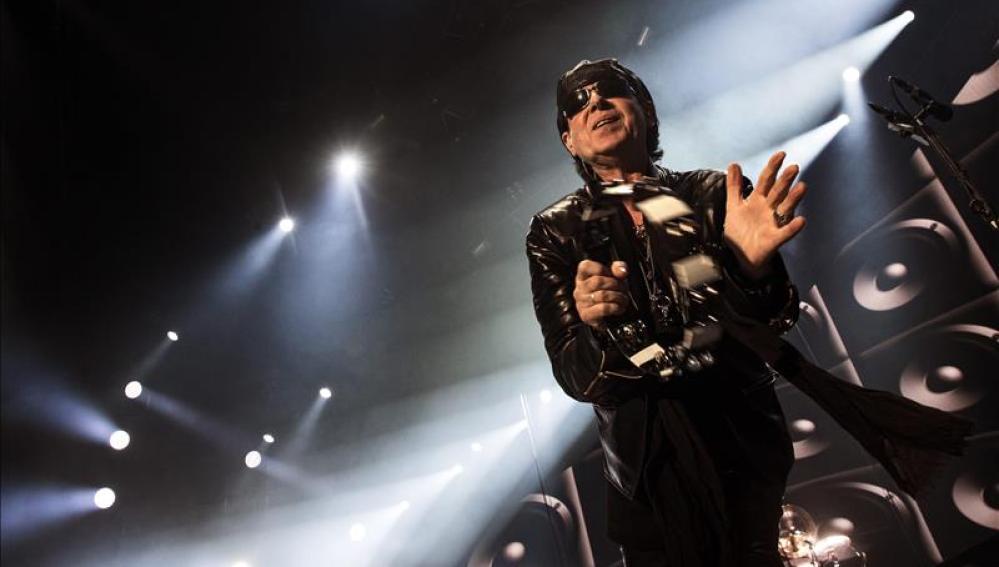 El cantante de la banda Scorpions, Klaus Meine, durante un concierto