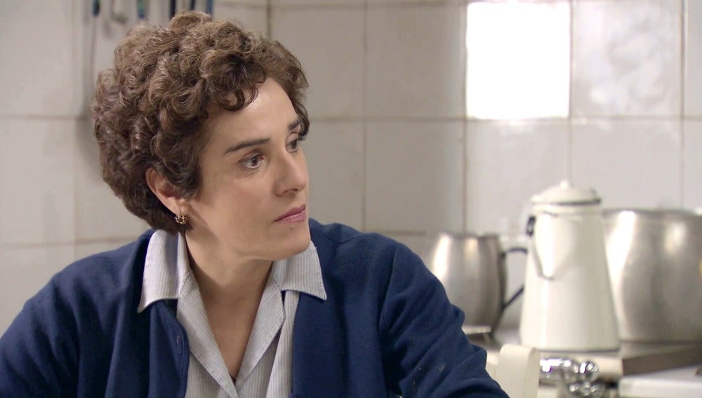Benigna le cuenta su plan a Elías Roncero