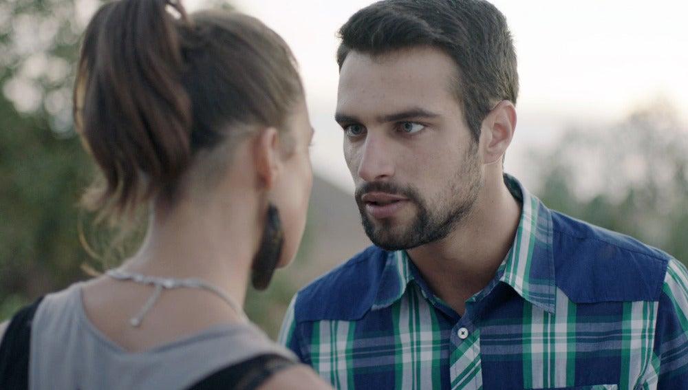 Pilar y Lucas en 'Mar de plástico'