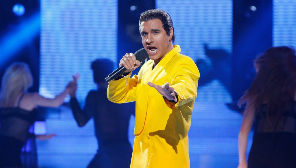 "Adrián Rodríguez imita a Jon Secada para cantar ""Otro día más sin verte"""