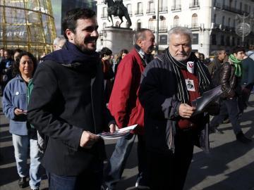 Alberto Garzón pasea por Madrid