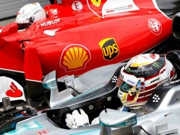 Lewis Hamilton y Sebastian Vettel, durante la clasificación del GP de Austria