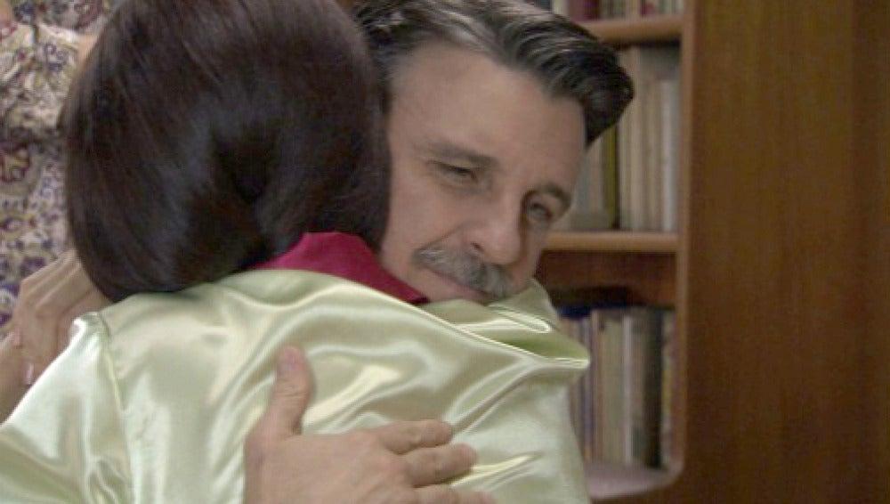 Adela le cuenta a verdad a Sofía sobre Tomás