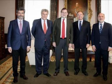 Mariano Rajoy, junto a los presidentes de otras instituciones españolas