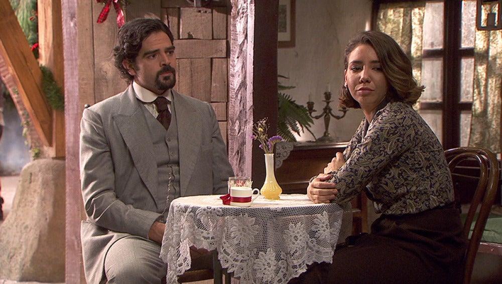 César consuela a Emilia tras su discusión con Matías