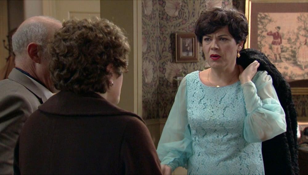 Benigna confiesa a Flora la verdad sobre su plan