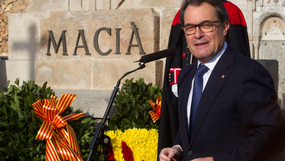 Artur Mas en una ofrenda floral