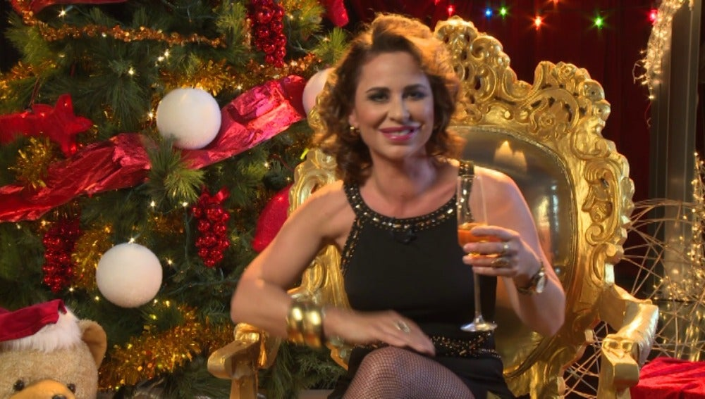 Vicky Larraz brinda con los espectadores