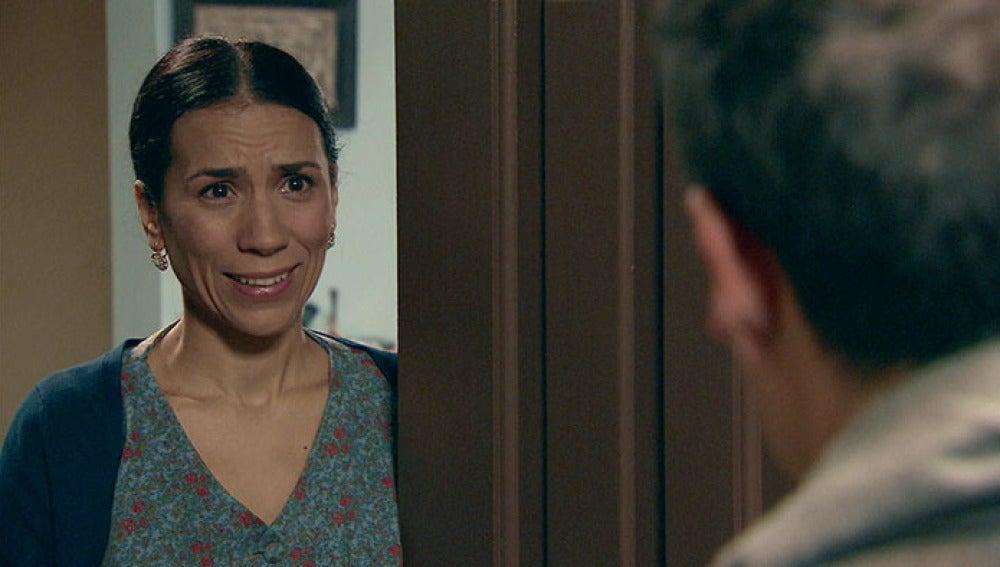 Marcelino descubre que Manolita y Ramón han estado ensayando durante la noche