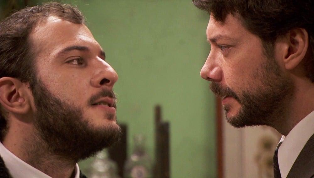 Eliseo descubre que Lucas no se marcha del pueblo