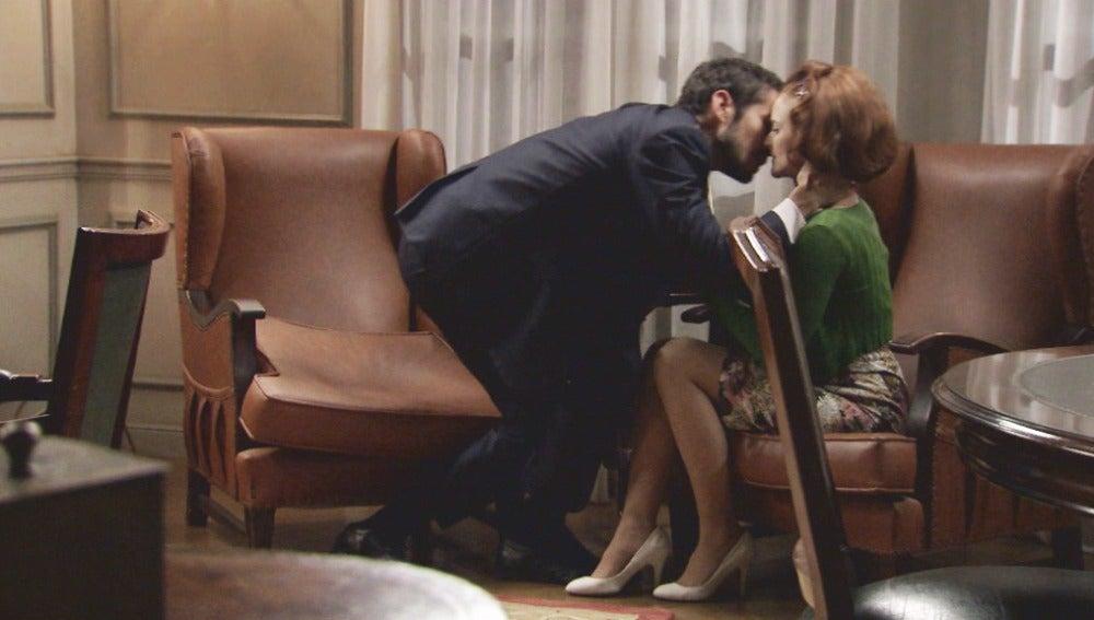 Miguel busca el cariño de Loli para olvidar a Leonor
