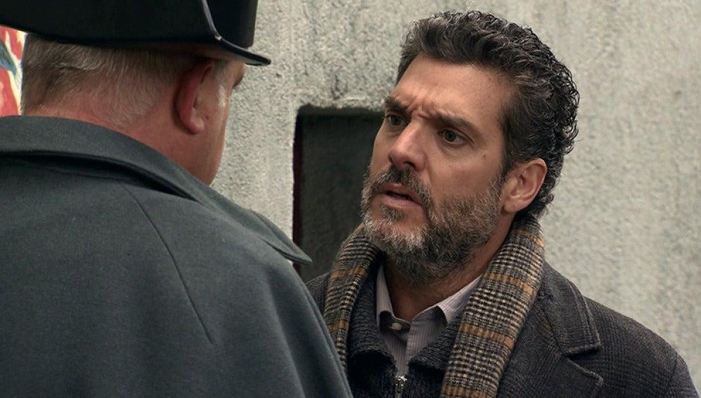 Gervasio quiere comenter un robo con la ayuda de Eladio