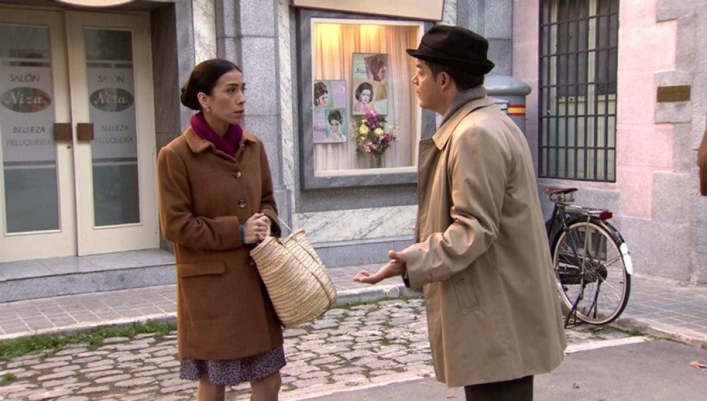 Ramón insiste en ensayar con Manolita pero ella se resiste a hacerlo